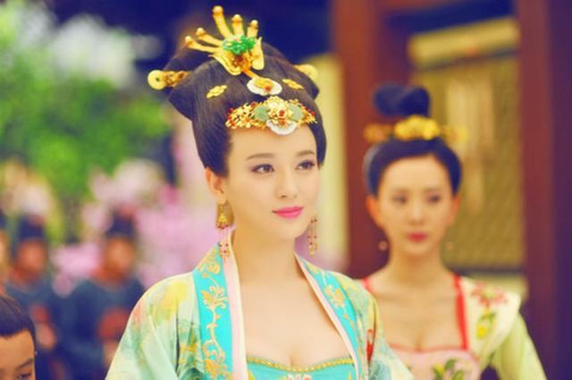 Hoàng hậu tài mạo song toàn có xuất thân ly kỳ: Ra đời từ mối quan hệ kỳ quặc, được 2 Hoàng đế sủng ái nhưng lại tư thông với nam sủng - Ảnh 3.