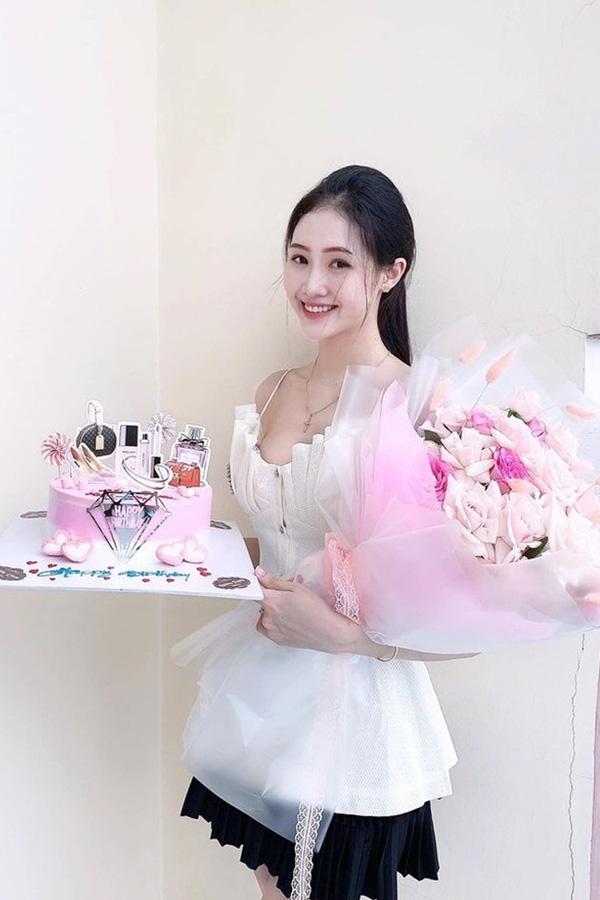 Nữ sinh 20 tuổi, eo nhỏ nhất 58cm vào chung kết Hoa hậu VN 2020 - Ảnh 10.