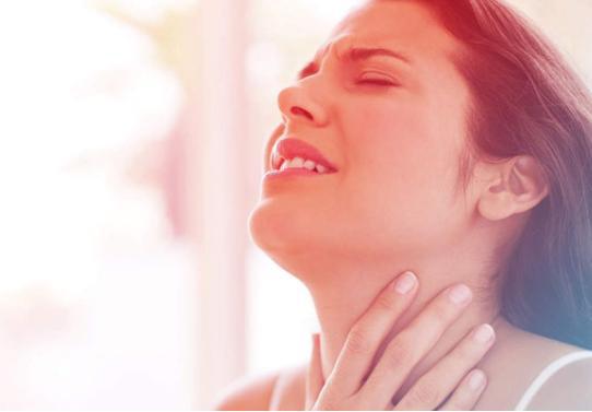Hiểm họa khôn lường khi chữa viêm họng sai cách, sai thuốc - Ảnh 1.