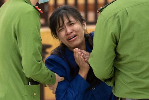 Sám hối muộn màng của người mẹ mang tội giết con - Ảnh 1.