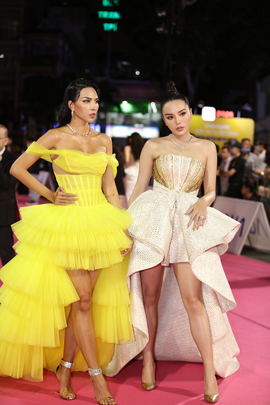 """Thảm đỏ Hoa hậu Việt Nam 2020: Tiểu Vy """"chặt đẹp"""" dàn hậu trước thềm trao lại vương miện - Ảnh 9."""