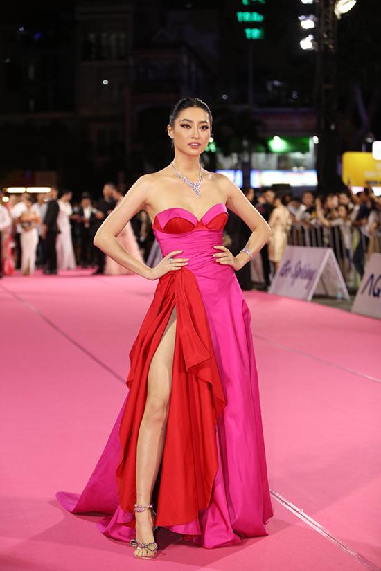 """Thảm đỏ Hoa hậu Việt Nam 2020: Tiểu Vy """"chặt đẹp"""" dàn hậu trước thềm trao lại vương miện - Ảnh 6."""