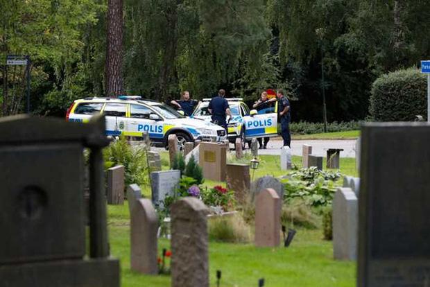 Chấn động: 2 cậu bé đi đêm bị nhóm người lôi vào nghĩa trang, lột sạch quần áo rồi cưỡng hiếp và chôn sống, hiện trường vụ việc đầy ám ảnh - Ảnh 1.
