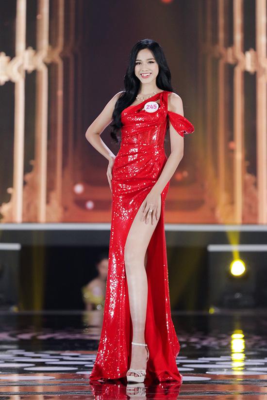 Thí sinh Hoa hậu Việt Nam 2020 lộng lẫy với đầm dạ hội - Ảnh 2.