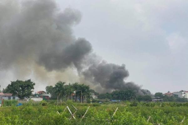 Cháy cửa hàng vật liệu xây dựng ở Hà Nội, không có thương vong - Ảnh 1.