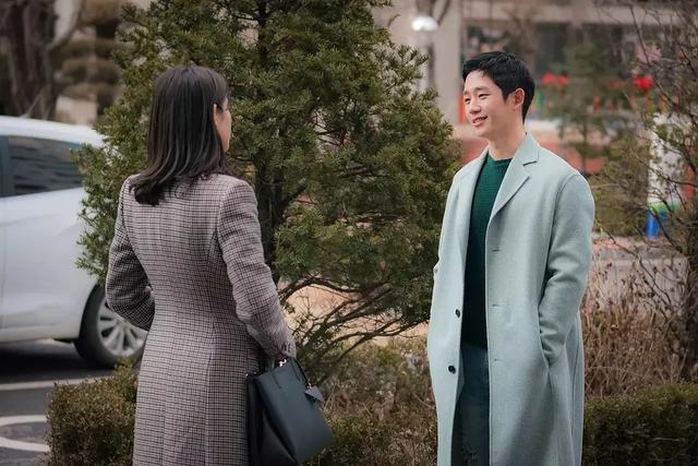 Tái hôn liền đến mời vợ cũ để khoe khoang hạnh phúc, ai ngờ câu trả lời của mẹ cô ấy khiến anh ta hồn bay phách lạc - Ảnh 2.