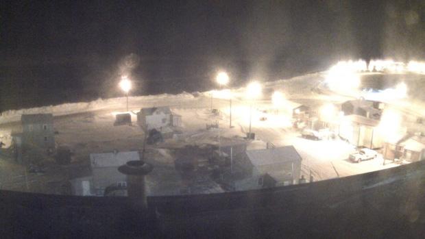 Kỳ lạ thị trấn 2 tháng không có ánh mặt trời ở Alaska - Ảnh 1.