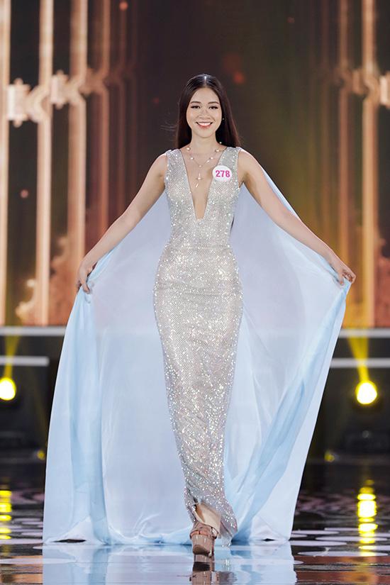 Thí sinh Hoa hậu Việt Nam 2020 lộng lẫy với đầm dạ hội - Ảnh 11.
