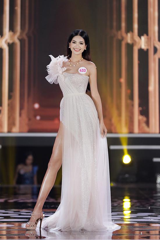 Thí sinh Hoa hậu Việt Nam 2020 lộng lẫy với đầm dạ hội - Ảnh 12.