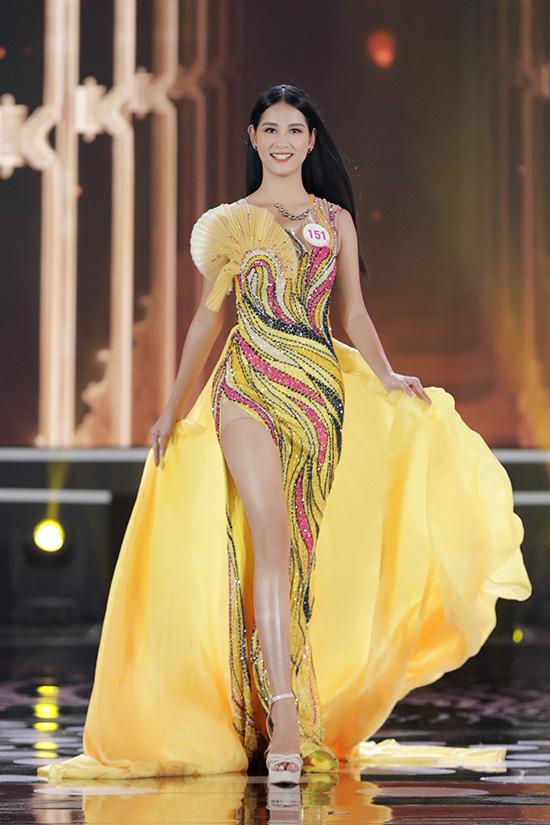 Thí sinh Hoa hậu Việt Nam 2020 lộng lẫy với đầm dạ hội - Ảnh 13.