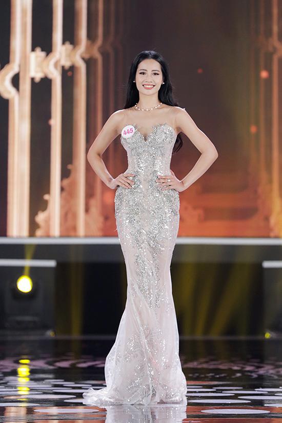 Thí sinh Hoa hậu Việt Nam 2020 lộng lẫy với đầm dạ hội - Ảnh 14.
