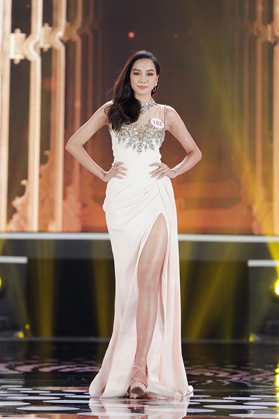 Thí sinh Hoa hậu Việt Nam 2020 lộng lẫy với đầm dạ hội - Ảnh 16.