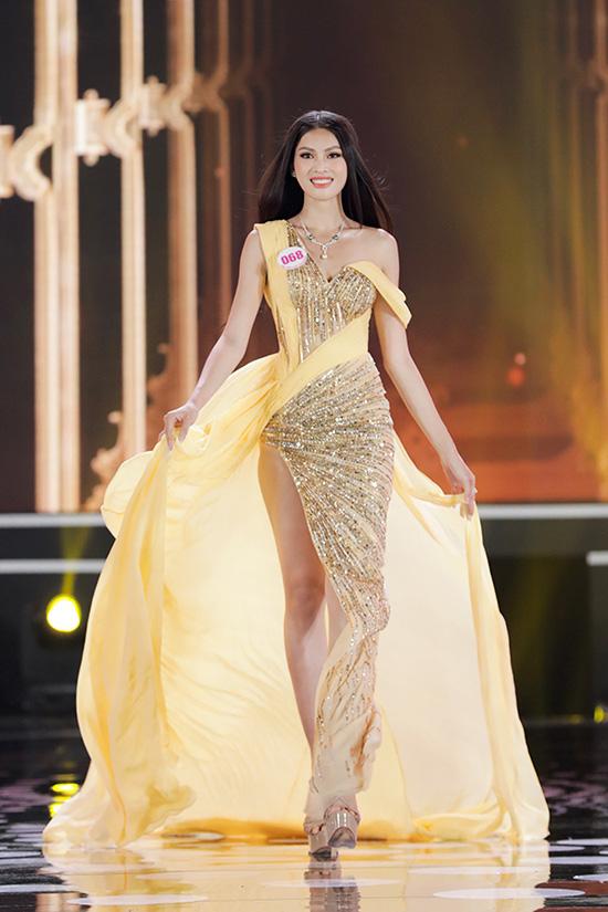 Thí sinh Hoa hậu Việt Nam 2020 lộng lẫy với đầm dạ hội - Ảnh 4.