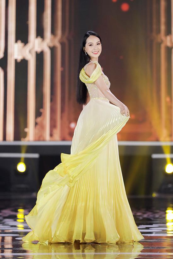 Thí sinh Hoa hậu Việt Nam 2020 lộng lẫy với đầm dạ hội - Ảnh 8.