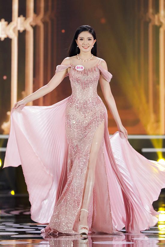 Thí sinh Hoa hậu Việt Nam 2020 lộng lẫy với đầm dạ hội - Ảnh 9.