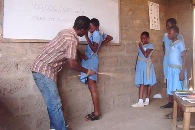 Hai chuyên gia người Anh bàn phương pháp giáo dục không trừng phạt - Ảnh 2.