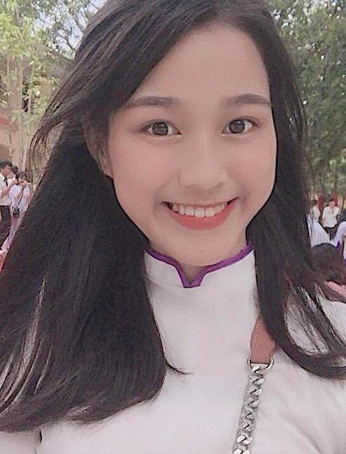 Ảnh tân Hoa hậu Đỗ Thị Hà lấm lem đi cấy gây sốt trên mạng - Ảnh 8.