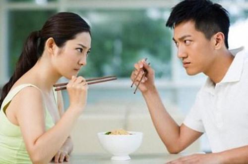 Vì sao nhiều cặp đôi trẻ vỡ mộng sau 2 năm chung sống? - Ảnh 2.