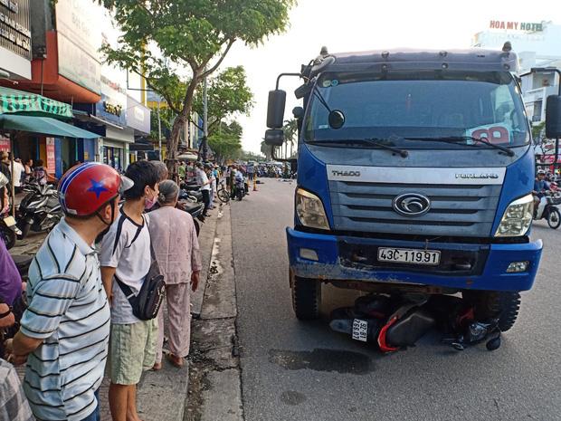 Dừng đèn đỏ, cô gái trẻ bị xe tải tông chết thảm - Ảnh 5.