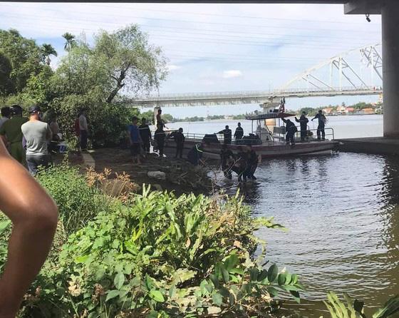 Bỏ lại quần áo và thư tuyệt mệnh, thanh niên gieo mình xuống sông Sài Gòn tự tử - Ảnh 2.