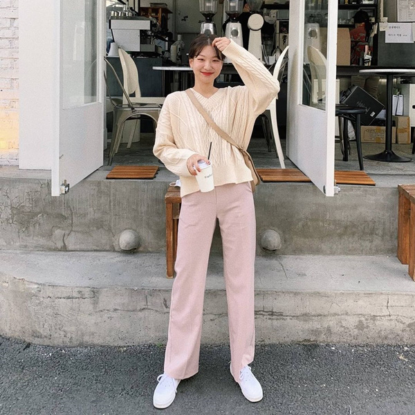 Màu trà sữa đang hot, bắt trend ngay với 10 set đồ đơn giản để mặc đẹp không trượt phát nào - Ảnh 6.