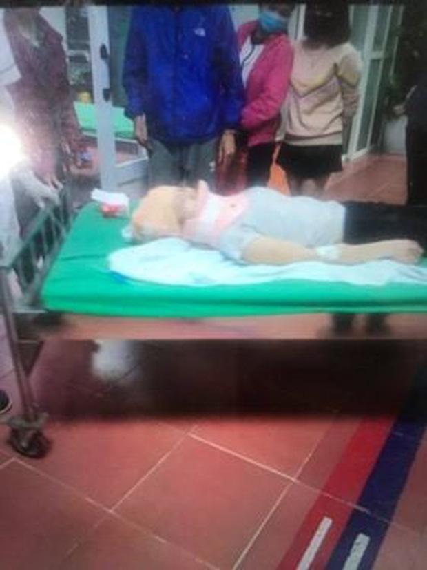 Hà Nội: 2 cô gái trẻ nguy kịch sau khi liên tiếp bị 2 ô tô tông trúng rồi kéo lê hàng trăm mét - Ảnh 2.