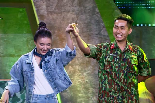 Ca sĩ Tiêu Châu Như Quỳnh kết đôi với chiến sĩ 2020 nhảy vũ điệu Cha Cha Cha - Ảnh 3.