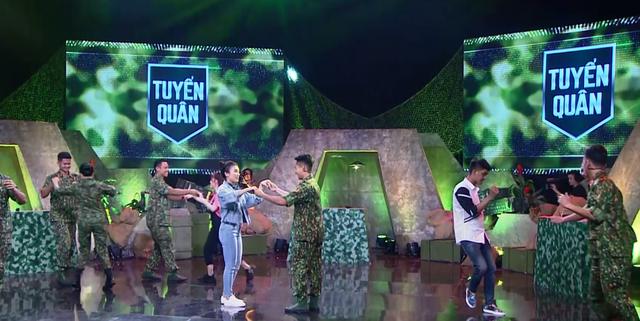 Ca sĩ Tiêu Châu Như Quỳnh kết đôi với chiến sĩ 2020 nhảy vũ điệu Cha Cha Cha - Ảnh 4.