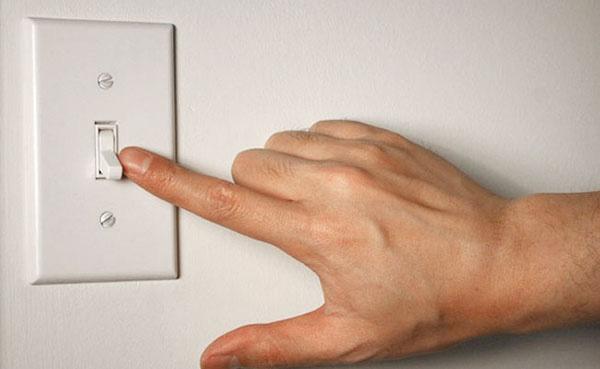 6 sai lầm khi dùng đồ điện trong nhà có thể khiến bạn trả giá bằng cả tính mạng - Ảnh 1.