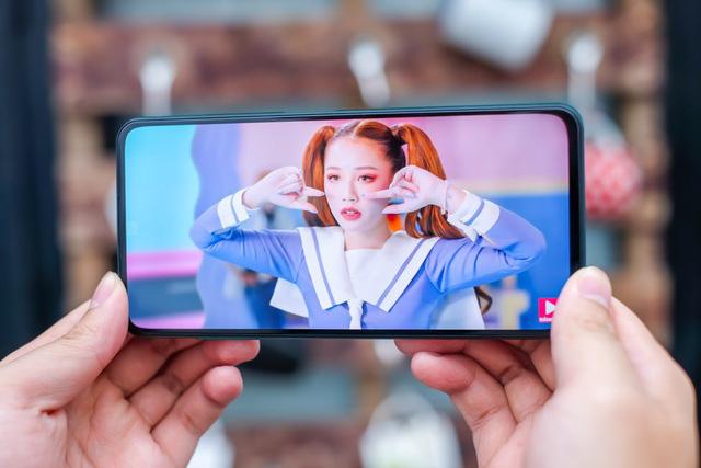 Những smartphone nổi bật mới bán ra tại thị trường Việt Nam - Ảnh 7.