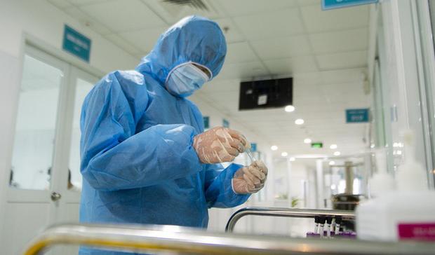 Người phụ nữ 41 tuổi phát hiện dương tính SARS-CoV-2 sau 21 ngày về nước - Ảnh 2.