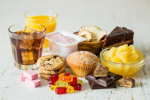Bất kể đàn ông hay phụ nữ, sau tuổi 50 nên tránh 3 loại thực phẩm, ăn nhiều sẽ làm tổn thương não và dễ dẫn đến mất trí nhớ - Ảnh 1.
