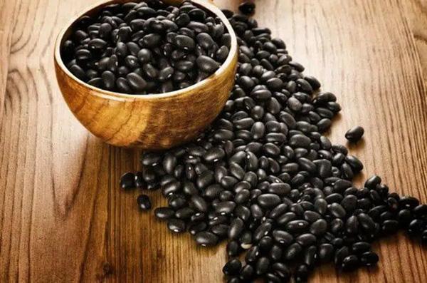 Đậu đen là vua của các loại đậu, giúp sống thọ, ngừa ung thư, nhưng 4 nhóm người này không nên ăn - Ảnh 1.