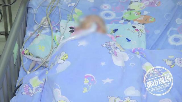 Sợ con lạnh, mẹ đắp chăn kín quá khiến con tím tái toàn thân, chuyên gia chỉ rõ rủi ro dễ khiến trẻ đột tử - Ảnh 2.