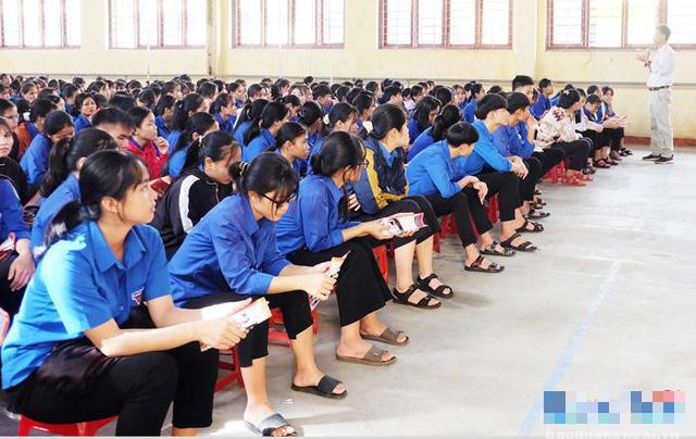 Quảng Ngãi: Đưa giáo dục dân số, sức khỏe sinh sản vào trường học - Ảnh 1.