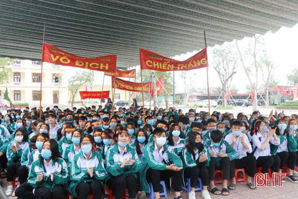 Học sinh TP Hà Tĩnh tìm hiểu sức khỏe sinh sản vị thành niên - Ảnh 1.