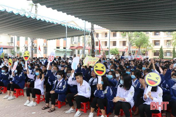 Học sinh TP Hà Tĩnh tìm hiểu sức khỏe sinh sản vị thành niên - Ảnh 2.