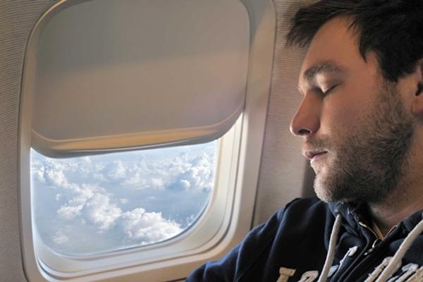 10 điều tuyệt đối không làm ở trên máy bay - Ảnh 5.