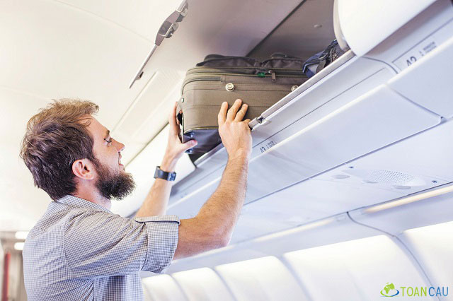 10 điều tuyệt đối không làm ở trên máy bay - Ảnh 4.