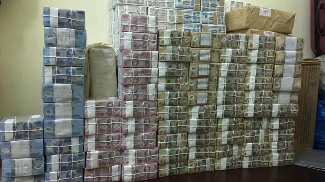 Hình ảnh quảng cáo tiền mới, tiền lẻ đổi cho khách từ một chủ đầu mối đổi tiền tại quận Bình Thạnh.