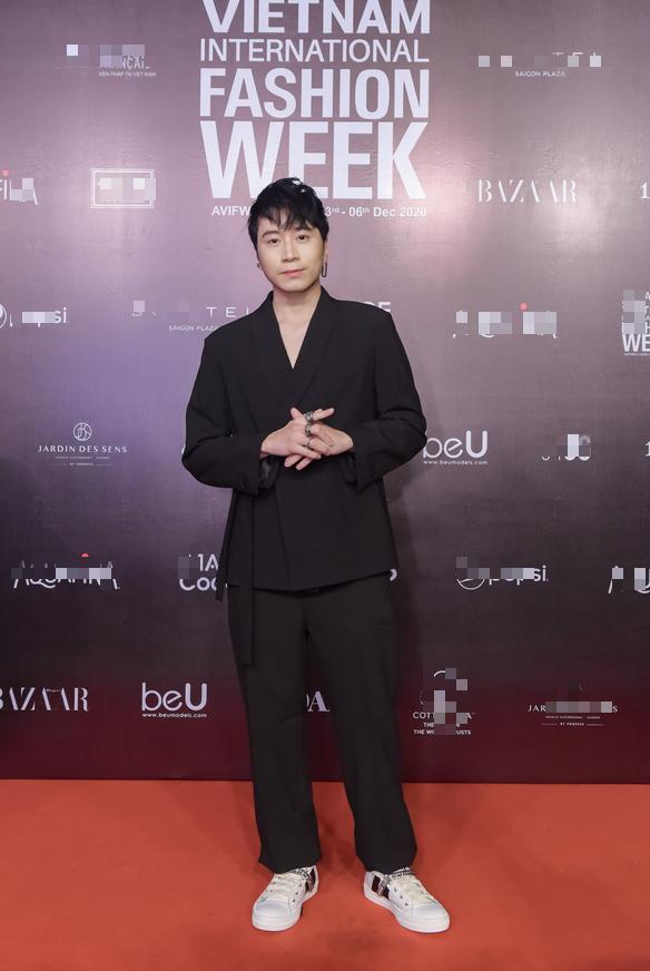 Dàn huấn luyện viên Rap Việt quậy tung thảm đỏ Tuần lễ thời trang quốc tế 2020 - Ảnh 6.