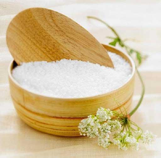 Cho một ít gạo vào trong hũ muối để góc nhà, việc làm tưởng ngớ ngẩn nhưng mang đến hiệu quả bất ngờ - Ảnh 3.