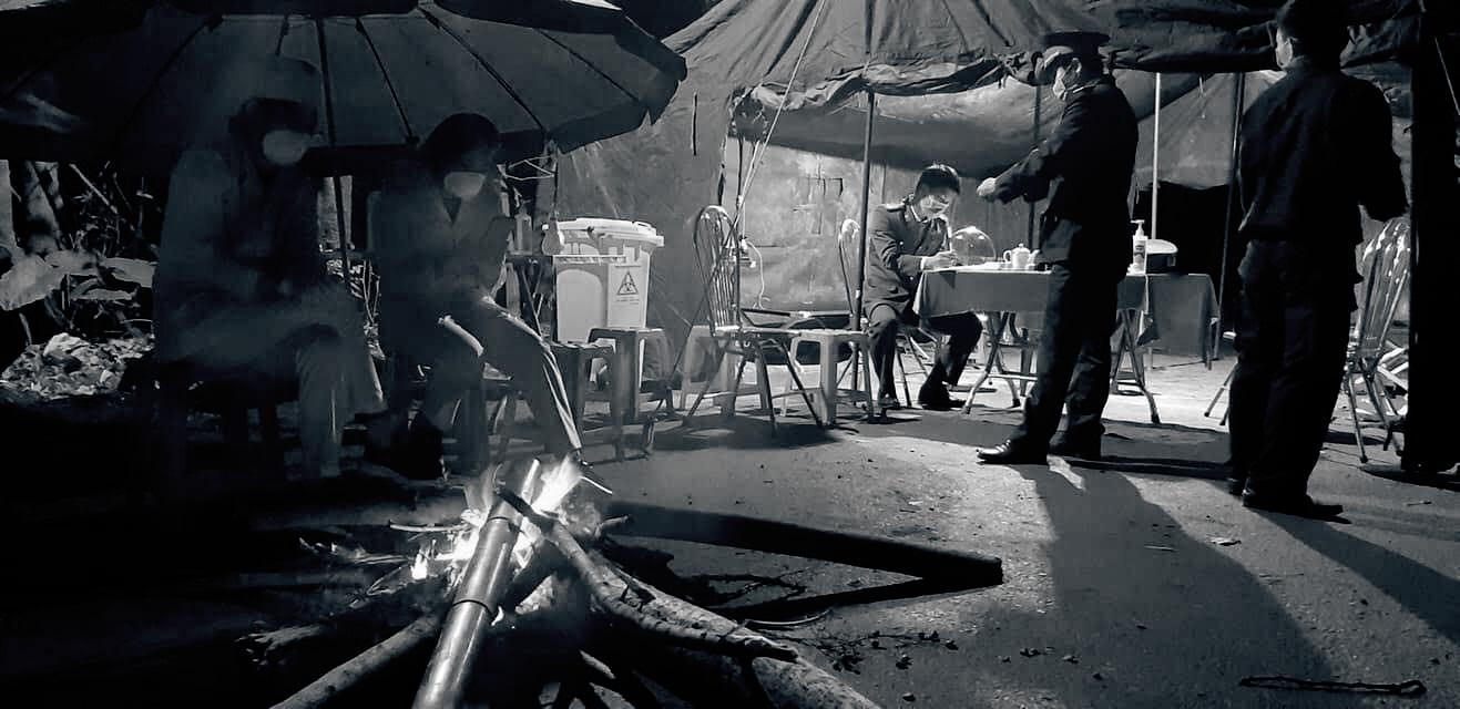 Khoảng lặng COVID-19: Một đêm trắng ở chốt kiểm dịch Sơn Lôi - Ảnh 11.