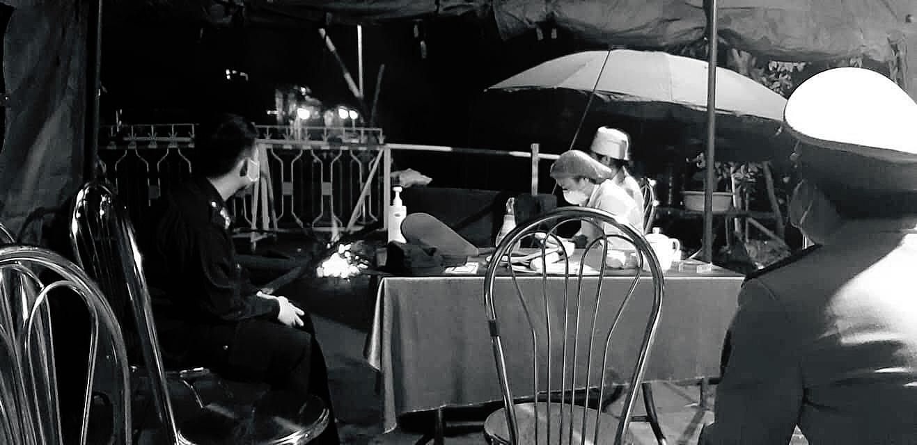 Khoảng lặng COVID-19: Một đêm trắng ở chốt kiểm dịch Sơn Lôi - Ảnh 9.