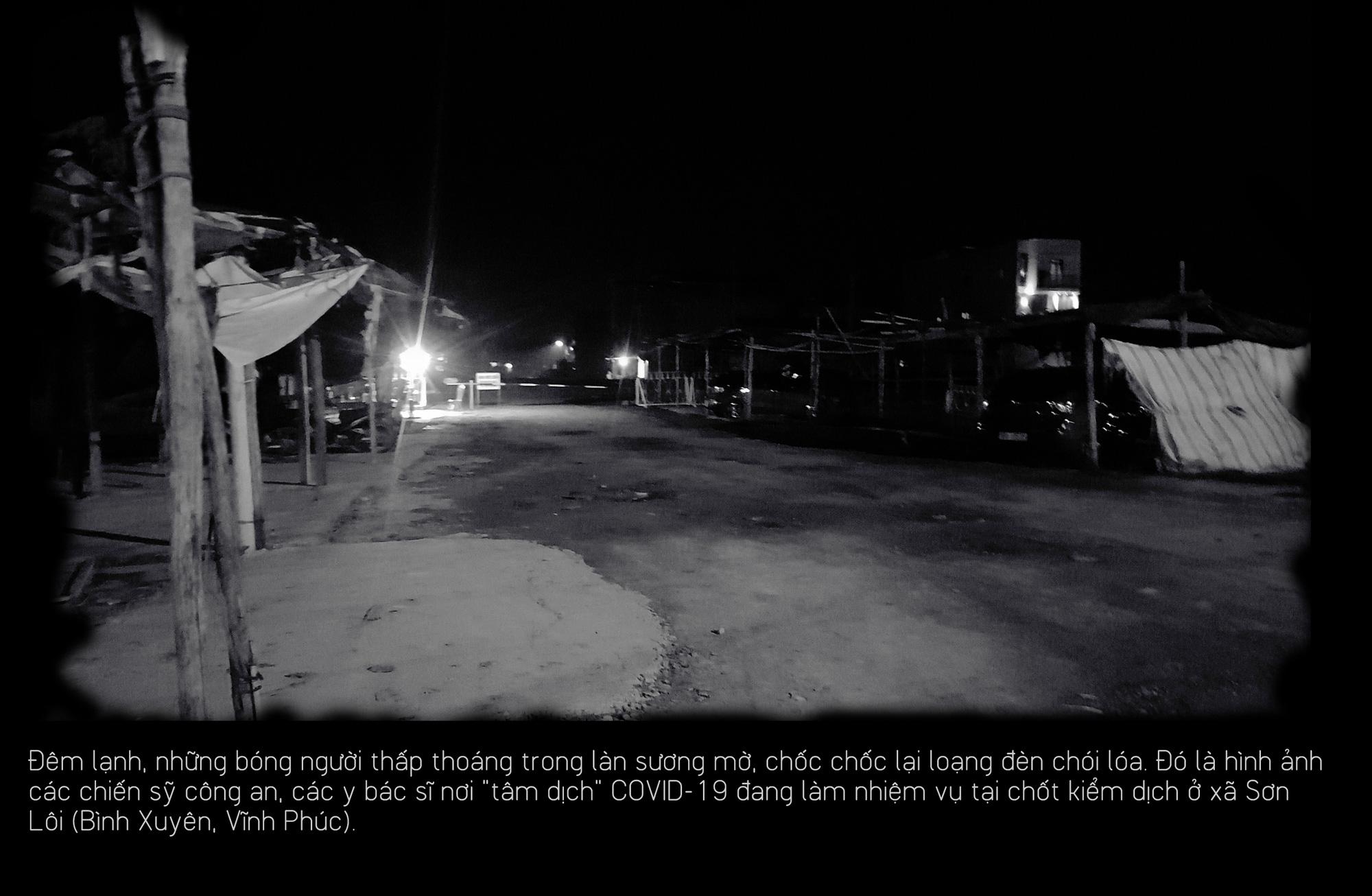 Khoảng lặng COVID-19: Một đêm trắng ở chốt kiểm dịch Sơn Lôi - Ảnh 1.