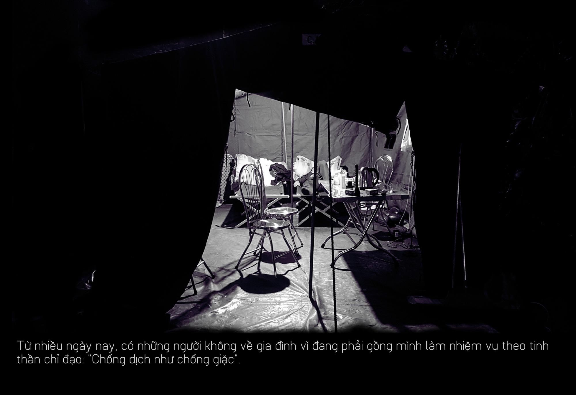 Khoảng lặng COVID-19: Một đêm trắng ở chốt kiểm dịch Sơn Lôi - Ảnh 2.