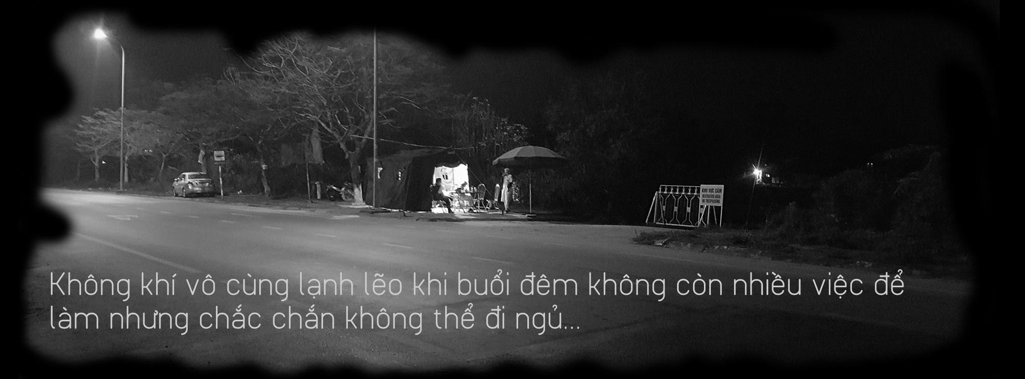 Khoảng lặng COVID-19: Một đêm trắng ở chốt kiểm dịch Sơn Lôi - Ảnh 4.