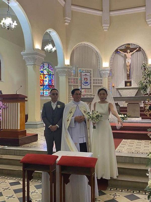 Ảnh cưới hiếm hoi của Tóc Tiên và Hoàng Touliver - Ảnh 4.
