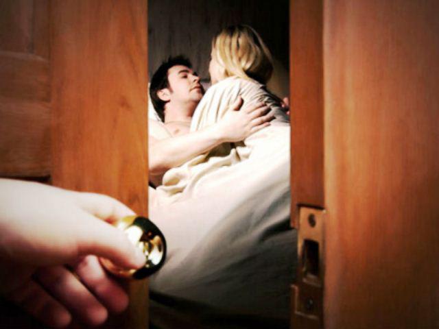 Chồng đi ship tôm hùm cho khách lạ và bí mật phía sau khiến người vợ ân hận tự trách mình - Ảnh 1.