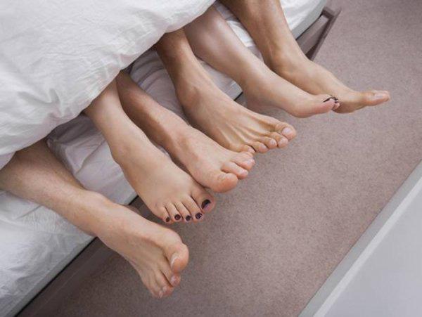 5 bệnh phụ khoa của chị em liên quan tới nam giới, thay đổi ngay kẻo mắc bệnh dài dài - Ảnh 2.